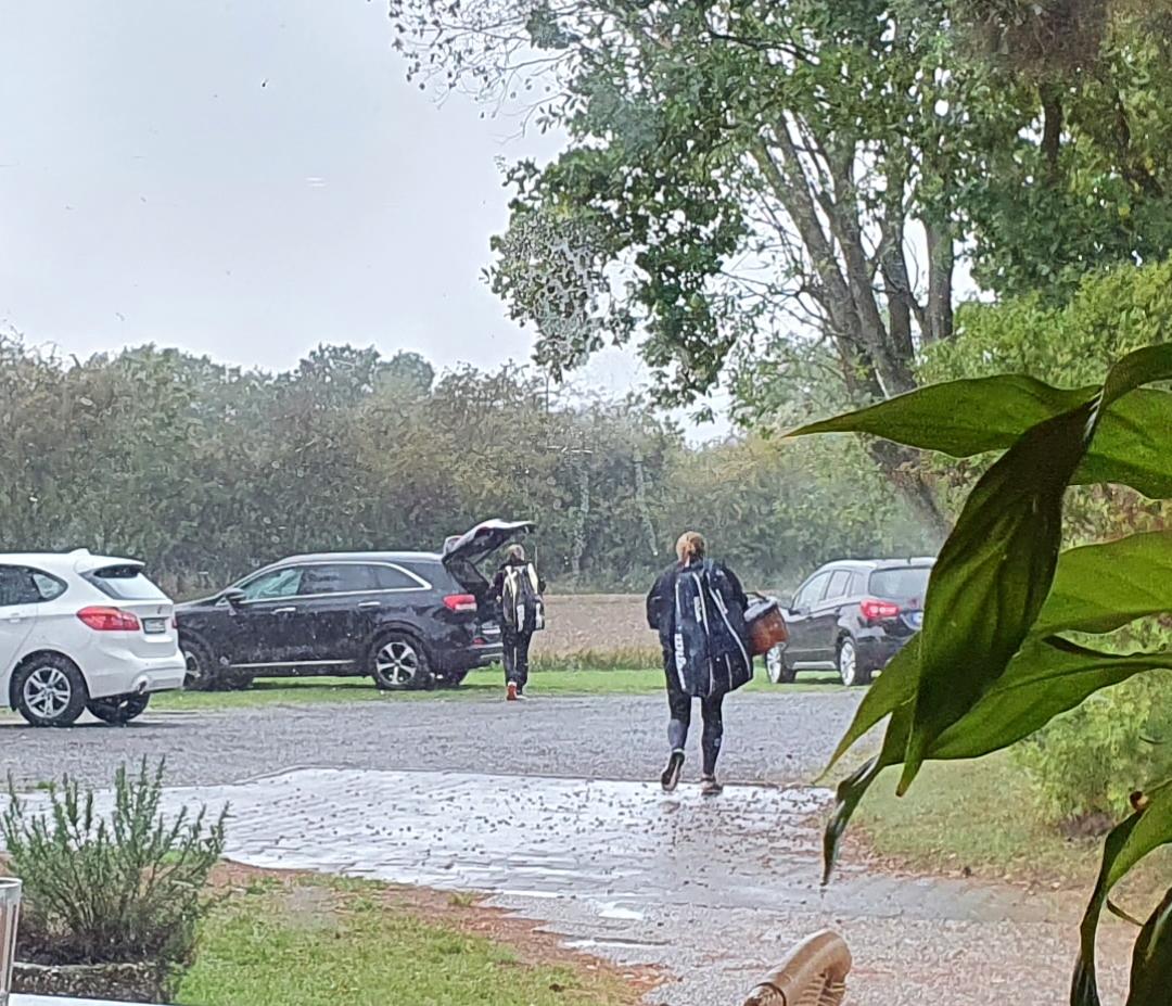 15_flucht-vor-dem-Regen